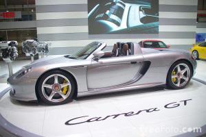 29_30_8---Porsche-Carrera-GT_web