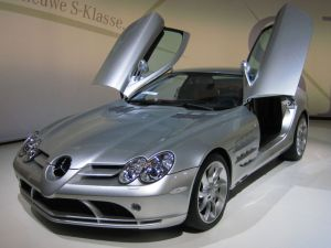 799px-Mercedes-Benz_SLR_McLaren_2_cropped